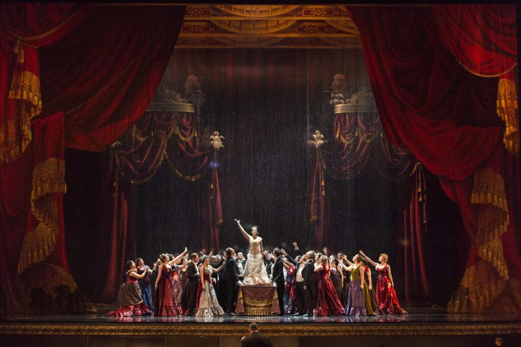 """AL REGIO """"LA TRAVIATA"""" E' DAL VIVO La libertà di tornare finalmente a Teatro."""